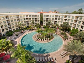 ORLANDO GETAWAY! DESIGN 2BR SUITE, CLOSE TO THE PARKS, POOL.