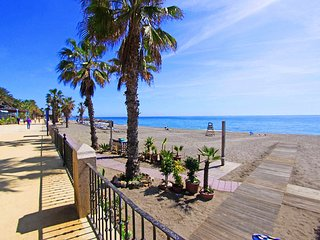 1105 Beachfront Apartment MARBELLA Golden Mile 4 POOLS