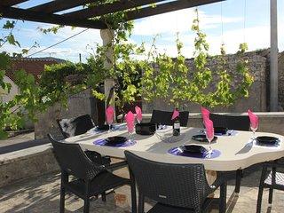 Holiday Home Villa Ragazza - Three Bedroom Holiday Home with outdoor Pool