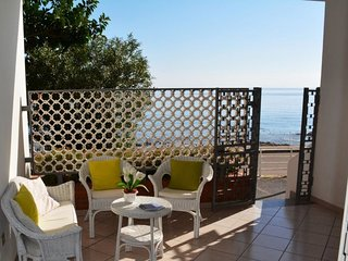 2 bedroom Apartment with Walk to Beach & Shops - 5770982