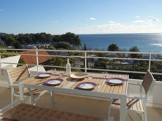 2 bedroom Apartment with Air Con, WiFi and Walk to Beach & Shops - 5636900
