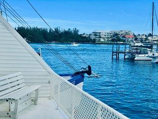 Full Circle Houseboat-Marina Suite