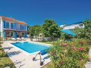 Charming Vila Dory with Heated Pool , Gym and Kids Playground