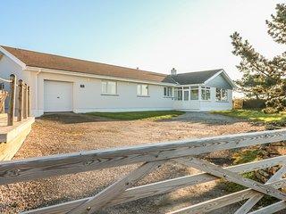 SEAPORT LODGE detached bungalow in Trenance with big garden, en-suite, wood