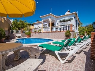 Nerja Villa Sleeps 6 with Pool and Air Con - 5049906