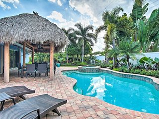 3BR/2Bath home with tropical garden, tiki hut, heated pool and spa!