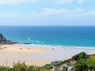 Blue Bay Beach House, luxury accommodation in Mawgan Porth, sleeps 22 guests