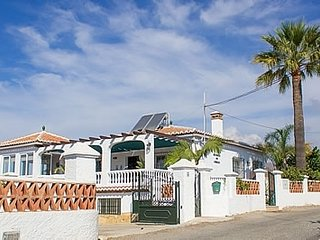 Torrox Villa Sleeps 8 with Pool Air Con and WiFi - 5295366