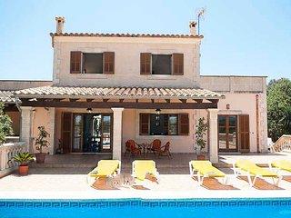 Portopetro Farmhouse Sleeps 8 with Pool Air Con and WiFi - 5000725