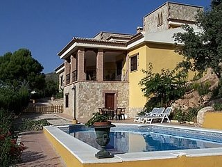 3 bedroom Villa with Pool and WiFi - 5080243