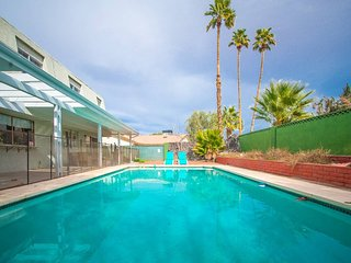 Lagoon Paradise ★ Las Vegas 4 Bd with Pool!