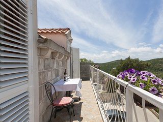 Apartments Micika - Comfort Studio Apartment with Balcony and Sea View (A2)