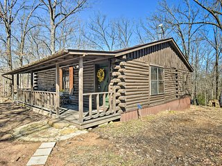 NEW! Murfreesboro Cabin w/Fire Pit-by Lake Greeson