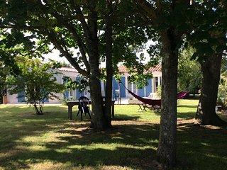 Maison plain pied  sur vaste jardin arbore, proche commerces et plage
