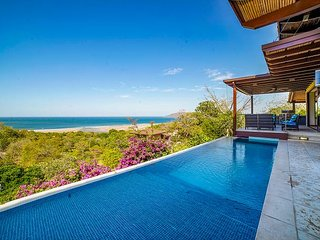 Ocean View Paradise. Steps to the Beach & Town. Breakfast Included!