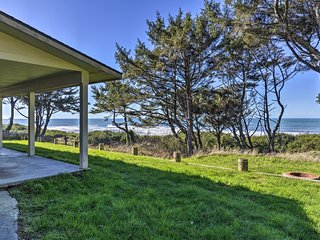 NEW! Smith River Oceanfront Home - Steps to Beach!