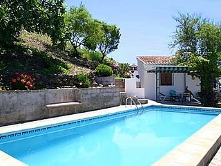 2 bedroom Villa with Pool and WiFi - 5080276
