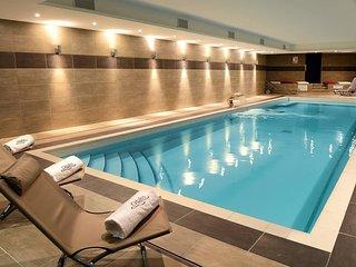 Suite fonctionnel et cosy, à 250m du centre | Accès piscine