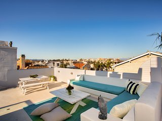 Venice Beach Oasis with Covered Patio, Two-Tiered Roof Deck w/ City and Ocean Vi