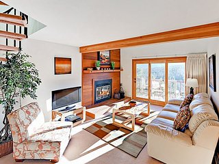 2BR w/ Epic Mountain Panoramas, Clubhouse w/ Pool & Hot Tub - Near  Skiing