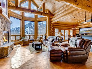 Expansive 6BR in The Reserve w/ Mountain Views, 2 Decks & Private Hot Tub