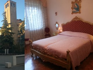 Casa Vittoria- Stylish Venetian Room with Private Bathroom