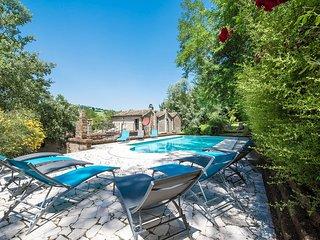Villa con Piscina Esclusiva nel Cuore del Parco Nazionale dei Sibillini.