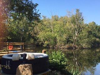 Ma Cabane Au Pays Fléchois - Gîte au Bord de l'eau - 2 Pas du Zoo de la Flèche
