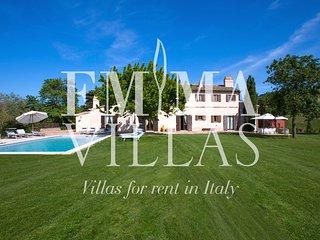 Casale Casteldimezzo 10 sleeps, Emma Villas Exclusive