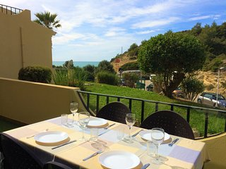 Modern 2 Bedroom Apartment 100 Metres From The Beach, Carvoeiro