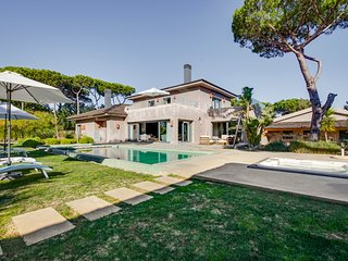 5 bedroom Villa with Pool, Air Con and WiFi - 5772828