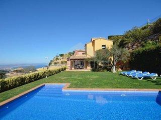 5 bedroom Villa with Pool - 5772377