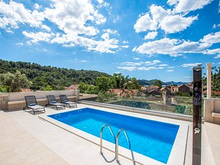 Palje Brdo Villa Sleeps 14 with Pool and Air Con - 5772807