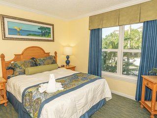 Ultimate Orlando Getaway! Fantastic 2BR Suite, 4 Pools, Parking, Park Shuttle