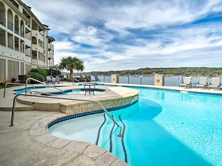 NEW! Lakefront Lago Vista Condo w/Resort Amenities