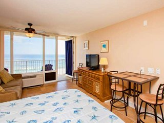 6th Floor Ocean Front View Condo! Affordable Stay w/Free HBO & Wifi, Private Bal