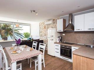 Villa Mirjana - One Bedroom Apartment with Terrace and Sea View (Palma)