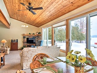 NEW! Cedar Cottage, Private Beach on Lake Leelanau