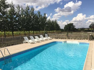 Le Poirier - Luxury 4 Bedroom Barn Conversion - Onsite Swimming Pool and Gardens