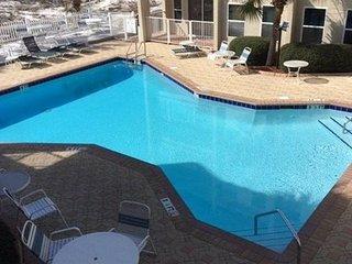 2BR/2BA Poolside Villas Condo - New Listing!