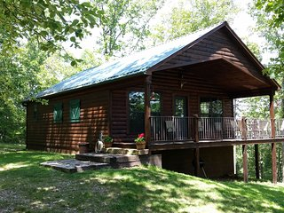 Lone Elk Cabins 'Foxcroft' Secluded and overlooking Buffalo River National Park.