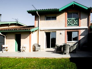 2 bedroom Villa with WiFi and Walk to Shops - 5772846