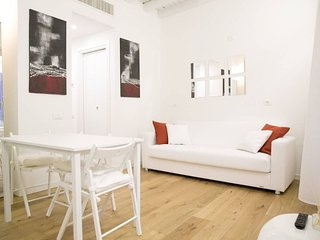 Bellissimo Duomo apartment in Centro Storico with WiFi, air conditioning & lift.