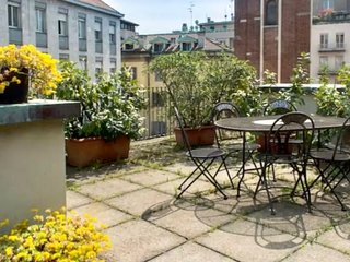 Amazing San Babila apartment in Centro Storico with WiFi, air conditioning, priv