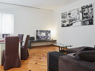 Romagnosi  apartment in Centro Storico with WiFi, integrated air conditioning &