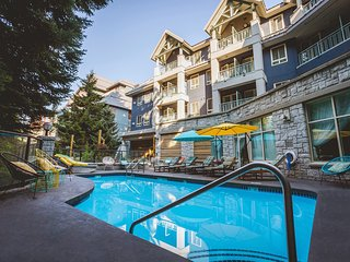 Quirky Pet-Friendly Suite in Whistler Village | Cedar Sauna + Hot Tub Access