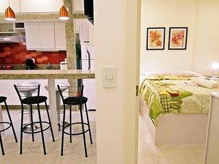 Amplo e reformado apartamento em Copacabana para ate 5 pessoas U033
