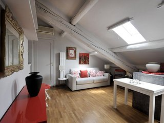 Saffi  apartment in Centro Storico with integrated air conditioning & lift.