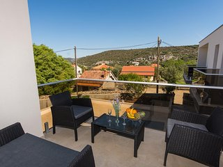 Veli Drvenik Apartment Sleeps 4 with Pool and Air Con - 5774799