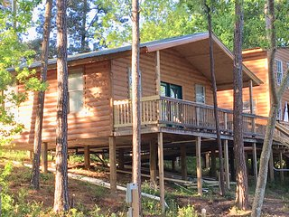 Beautiful Waterfront Cabin #3 on Lake Livingston Texas